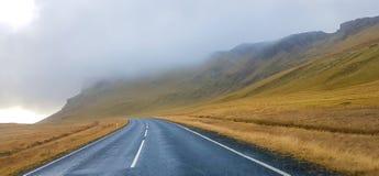 L'Islande - conduisant vers le soleil image libre de droits