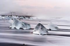 L'Islande - lumière de matin sur la plage de glace noire photographie stock
