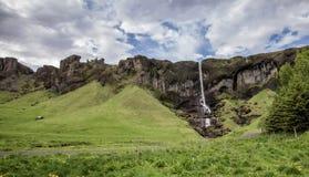 L'Islande, petite maison, cascade, paysage, montagnes Photos stock