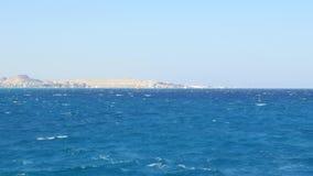 L'isola deserta nel mare aperto archivi video