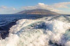 L'isola di Maui dall'oceano Fotografia Stock Libera da Diritti
