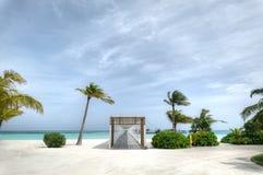L'isola di vacanze alle Maldive Fotografie Stock Libere da Diritti
