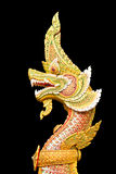 L'isolat de statue de Naga sur le fond noir Images stock