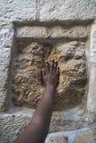 l'Israël Jérusalem Contact de la pierre sainte sur Via Dolorosa photo stock