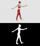 L'istruttore biondo di yoga che cammina e che ondeggia le sue mani, Alpha Channel fotografia stock