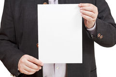 L'istruttore tiene il foglio bianco di carta in mani Fotografia Stock