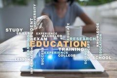 L'istruzione esprime la nuvola sullo schermo virtuale Immagine Stock