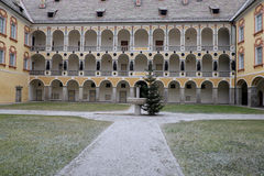 L'Italia, Bressanone, colonnato del cortile del palazzo del vescovo diocesano del museo Fotografia Stock Libera da Diritti