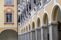 L'Italia, Bressanone, colonnato del cortile del palazzo del vescovo diocesano del museo Immagini Stock Libere da Diritti