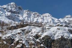 L'Italia, Cervinia, montagne innevate Fotografie Stock Libere da Diritti