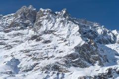 L'Italia, Cervinia, montagne innevate Immagine Stock