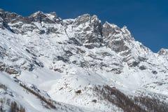 L'Italia, Cervinia, montagne innevate Immagini Stock Libere da Diritti