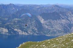 L'Italia, Monte Baldo, paraplane Fotografie Stock Libere da Diritti