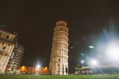 L'Italia, Pisa, il 21 luglio 2013: Torre pendente Pisa - in Italia alla notte immagine stock