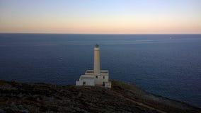 L'Italia, Salento: Faro bianco al ` Otranto del capo d fotografia stock