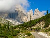 L'Italia si inverdisce i pendii del piede della dolomia Fotografia Stock Libera da Diritti