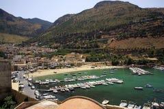 L'Italia, Sicilia, villaggio di Castellamare del Golfo Fotografie Stock Libere da Diritti