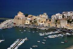 L'Italia, Sicilia, villaggio di Castellamare del Golfo Immagini Stock Libere da Diritti