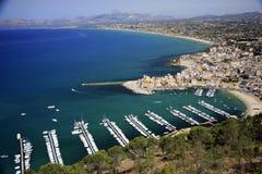 L'Italia, Sicilia, villaggio di Castellamare del Golfo Fotografie Stock