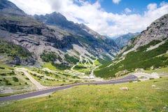 L'Italia, sosta nazionale di Stelvio Strada famosa a Stelvio Pass nelle alpi di Ortler Immagine Stock Libera da Diritti