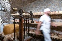 L'Italia, Toscana, la provincia di Firenze, Greve in Chianti, negozio del formaggio fotografia stock libera da diritti