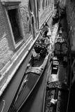L'Italia, Venezia, il 25 febbraio 2017 una foto in bianco e nero di una st Fotografia Stock Libera da Diritti