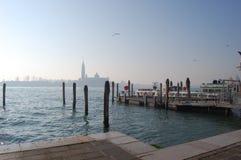 L'Italia, Venezia, pilastro per i battelli da diporto immagine stock