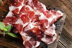 L'italiano ha affettato il coppa curato con le spezie Prosciutto grezzo Crudo o jamon Immagini Stock Libere da Diritti