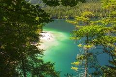 L'Italie, Alto Adige : Réflexion dans le lac Tovel Photos stock