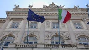 L'Italie et les drapeaux d'UE banque de vidéos