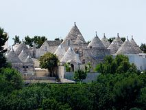 L'Italie, le Pouilles, l'Alberobello et son trulli photo stock