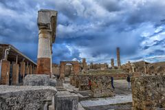 L'Italie, Pompeii, ruines des colonnes 02,01,2018Ancient après l'erup Photographie stock