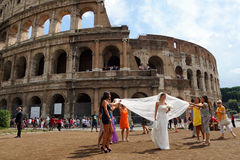 L'ITALIE, ROME, LE 28 AOÛT bâtiment de renommée mondiale du Colosseum i Photo libre de droits