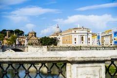 L'Italie, Rome, ville du dôme de Vatican de St Peter vu de l'AFA Image stock