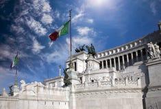 l'Italie rome Vittoriano- un monument en l'honneur du premier roi du vainqueur comporté Emmanuil II de l'Italie photo libre de droits