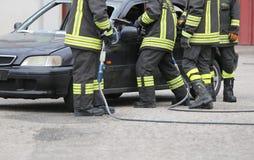 L'Italie, service informatique, Italie - 10 mai 2018 : Les sapeurs-pompiers italiens emploient le s Image stock