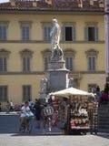 L'Italie, Toscane, Florence, statue de Dante sur la place de Santa Croce Images libres de droits