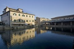 L'Italie, Toscane, ` Orcia, ` Orcia, Bagno Vignoni de Val D de San Quirico d, photo libre de droits
