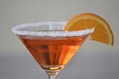 L'Italien Aperol de classique Spritz le cocktail en verre de martini images libres de droits