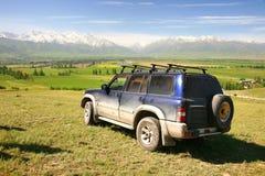 L'itinéraire de beau scénique à Bichkek avec les montagnes de Tian Shan du Kirghizistan Photographie stock libre de droits