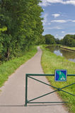 L'itinerario del ciclo di Voies Verte e firma dentro Borgogna Fotografia Stock