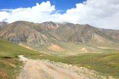L'itinerario di bello scenico da BiÅ¡kek alla città di Naryn del Kirghizistan fotografia stock