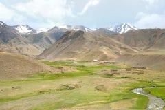 L'itinerario di bello scenico da BiÅ¡kek alla città di Naryn del Kirghizistan immagini stock