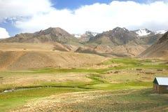 L'itinerario di bello scenico da BiÅ¡kek alla città di Naryn del Kirghizistan immagine stock