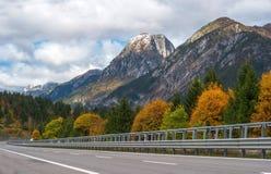 L'itinerario nelle alpi austriache nella caduta Fotografie Stock
