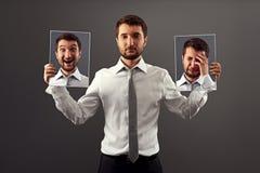L'homme font ne montrant pas ses émotions Image libre de droits
