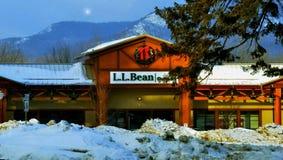 L L Bean Outlet Store alla notte nell'inverno nella N Conway, NH dicembre 2014 da Eric L Johnson Photography Fotografia Stock Libera da Diritti