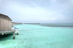 L'île de vacances chez les Maldives Photographie stock libre de droits
