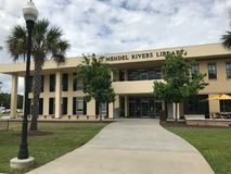 L Mendel Rivers Library på universitetsområdet av Charleston Southern University arkivbilder