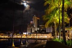 L?nea de costa de Caudan en la noche fotografía de archivo libre de regalías
